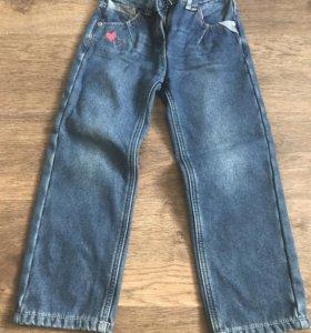 Продам утеплённые джинсы на девочку. Размер 116.