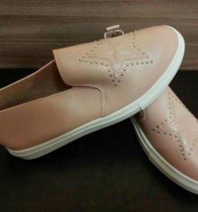 Новые Ботинки на 39 размер