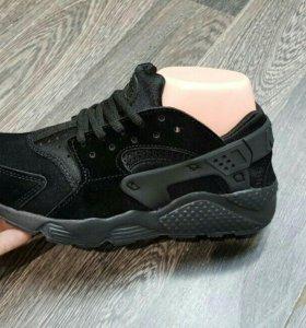 Новые кроссовки на 41