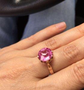 Золотое кольцо с розовым корундом