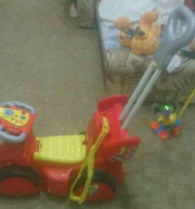 Машина каталка детская.