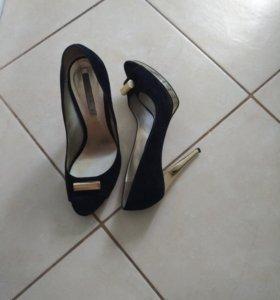 Черные замшевые туфли grey MER Италия