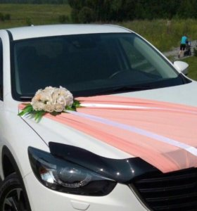 Цветочное украшение на автомобиль