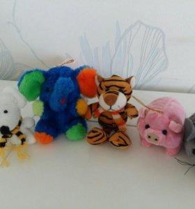 Мягкие игрушки (мышка, слонёнок, тигр, хрюшка)