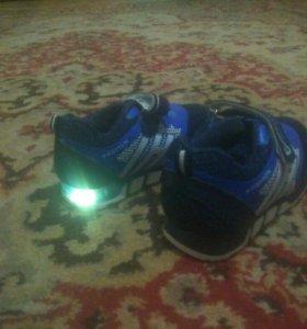 Светящиеся кроссовки 24 размер