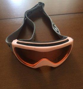 Горнолыжный шлем детский с очками.