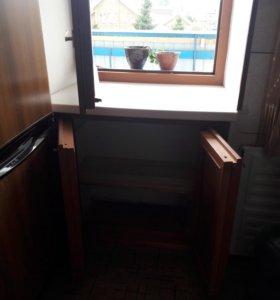 Окно + дверцы холодильника под окном