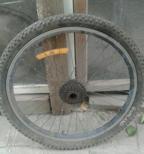 Заднее и переднее колесо велосипеда