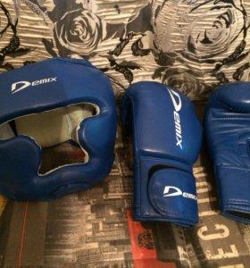 Защитный шлем и боксерские перчатки Demix