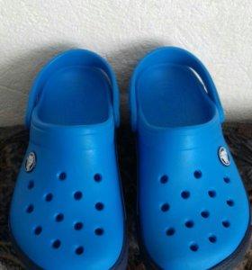 Crocs 12-13.