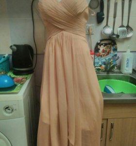 Вечернее платье персиковый цвет,без брителек