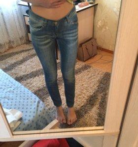джинсы зауженные
