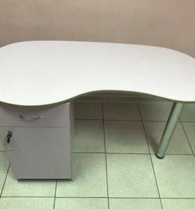Маникюрный стол + табурет