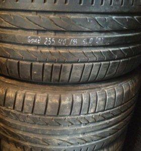 235 40 18 Bridgestone 2шт