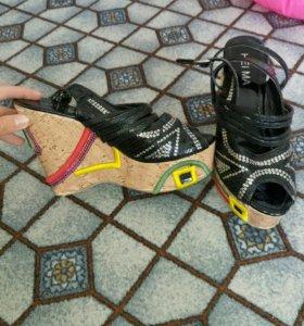 Танкетка и туфли