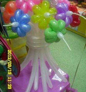 Воздушные цветочки из шариков.