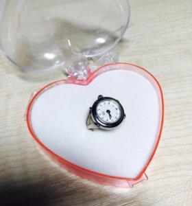 Часы - кольцо. Новое.