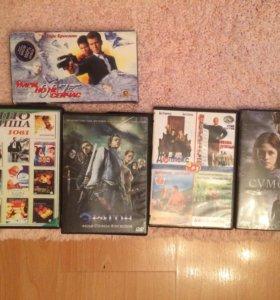 DVD диски и кассета с фильмами