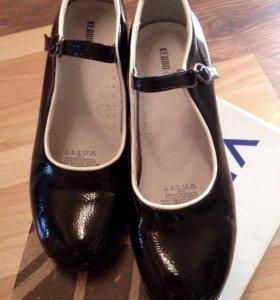 Чёрные лакированные туфли р.38
