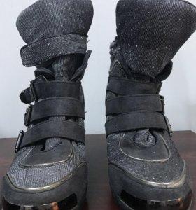Сникерсы, кроссовки, ботинки на р.36-37