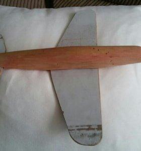 Самолёт игрушечный, деревянный.