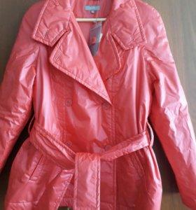 Куртка ( весна- осень) красная новая.