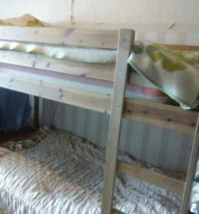 Кровать двухъярусная с пружинным матрасом