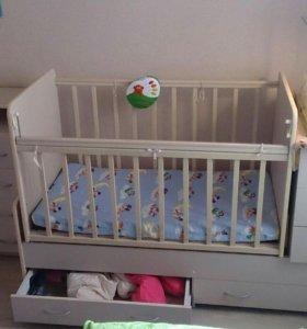 Кроватка-трансформер и комод детские
