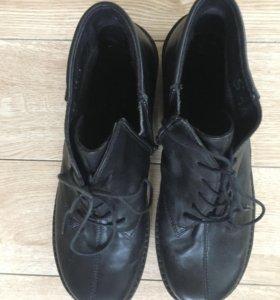 Ботинки полусапожки новые 40 размер