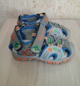 Новые сандалии 21р +подарочек.