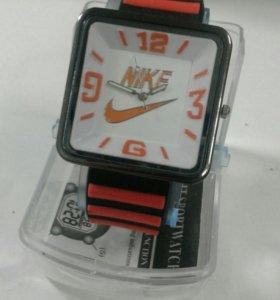 Новые спортивные кварцевые часы женские
