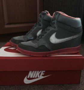 Спортивная обувь( кроссовки)