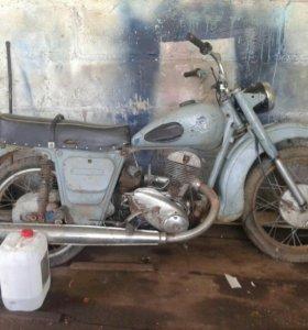 Стариный мотоцикл