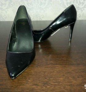 Новые туфли- лодочки лаковые