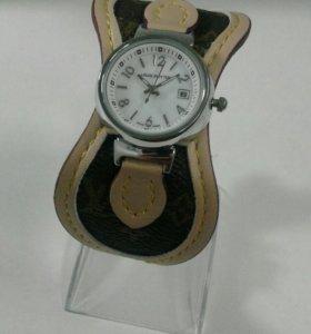 Новые женские часы Louis Vutton кварцевые