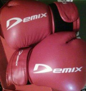 Продаю перчатки боксерские .Отличное состояние.
