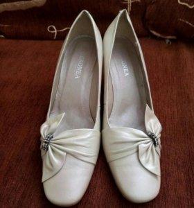 Кожаные туфли Geronia, новые