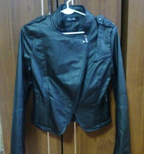 Продам новую куртку 42р