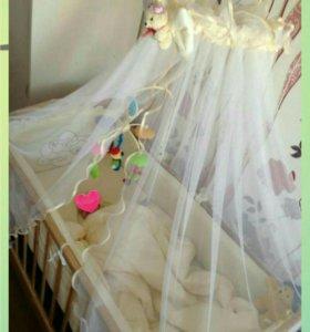 Детская кроватка с балдахинами