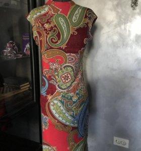 Платье трикотажное с орнаментом 44-46 р,