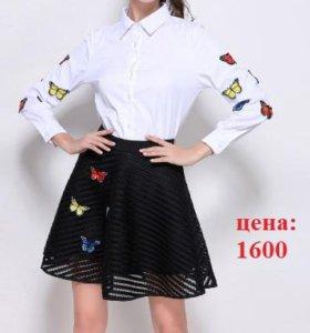 Новый костюм (блузка+юбка) с аппликацией
