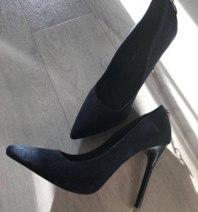 Классические туфли-лодочки из замши