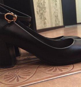 Туфли чёрные  кожаные.Размер 38-39