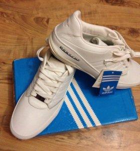 Продам новые кроссовки adidas 41,26,5