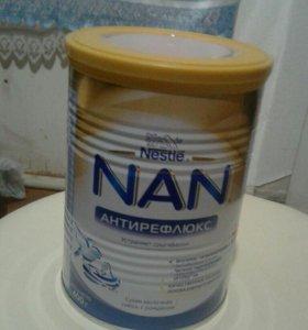 Детская молочная смесь Nan антирефлюксная