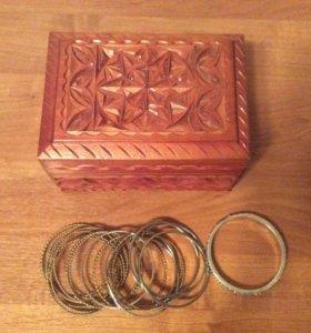 Деревянная шкатулка + браслеты( бижутерия)