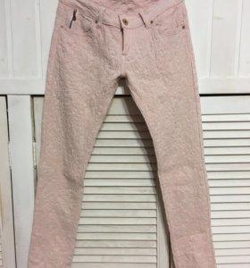 Розовые кружевные джинсы