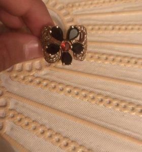 Женское кольцо (гранатовые камни, топас)