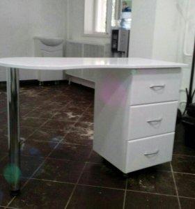 Профессиональные маникюрные столы