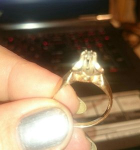 Золотое кольцо с бриллиантам